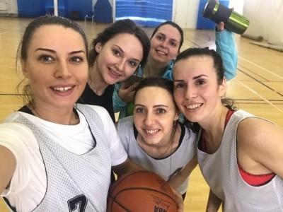 "Победители турнира - кировская команда ""Жасмин"""